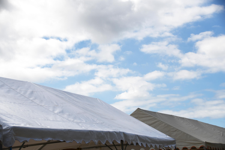 テント越しの空