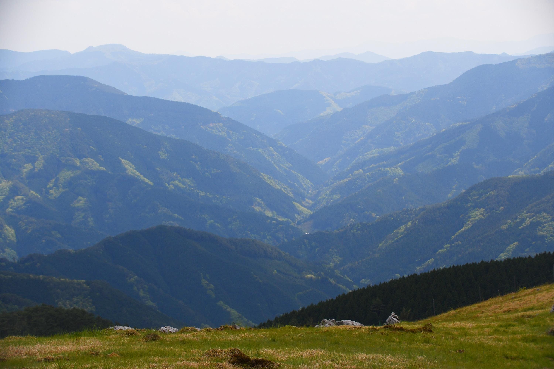 壮大な山々の風景