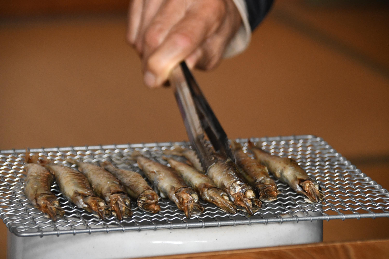 七輪で焼く魚