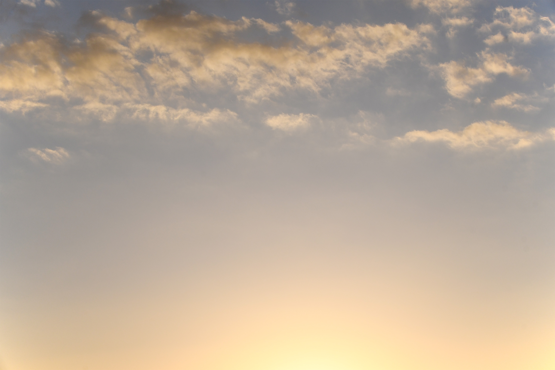薄い雲がかかる夕暮れの空2
