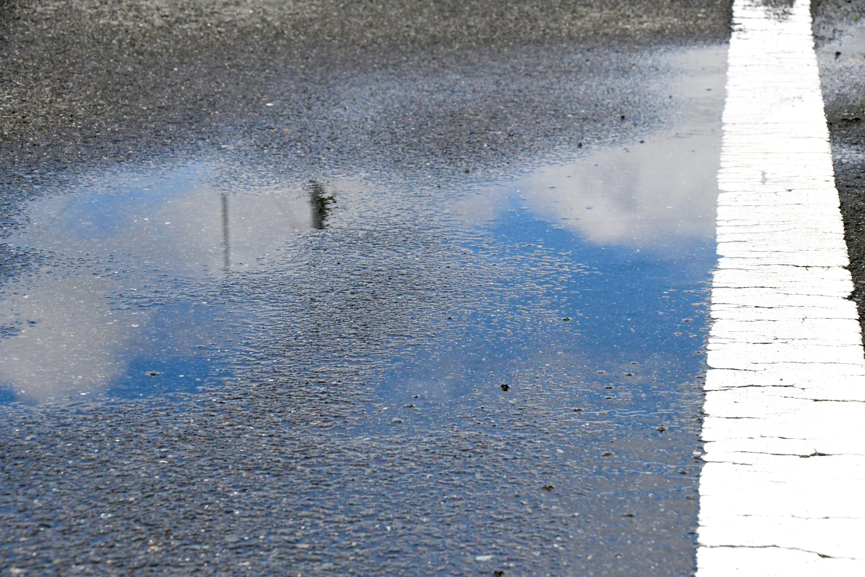 水たまりに映る青い空1