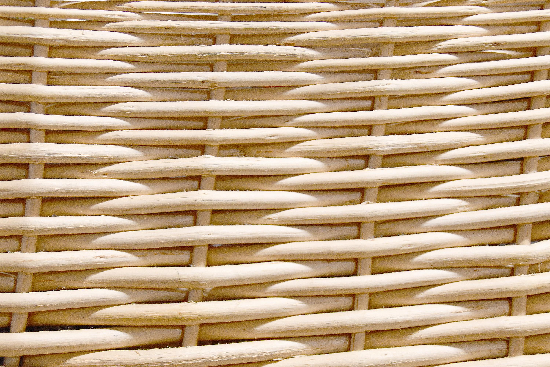 編んでいるかごの表面